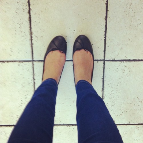 #nadiashops #shoesday airport edition: found these @jcrew flats for 44% off! #shoes #flats #balletflats #JCrew #black #leather (at William P Hobby Airport (HOU))