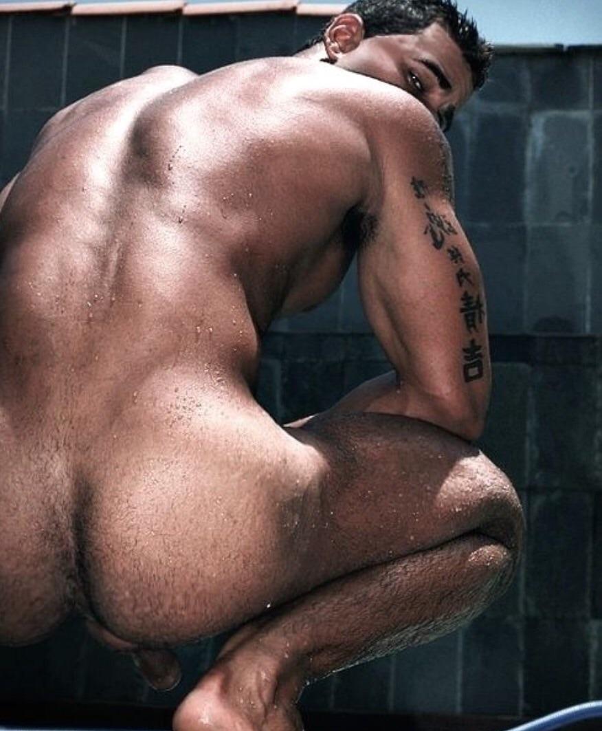 Фото сексуальных голых мускулистых парней 24 фотография