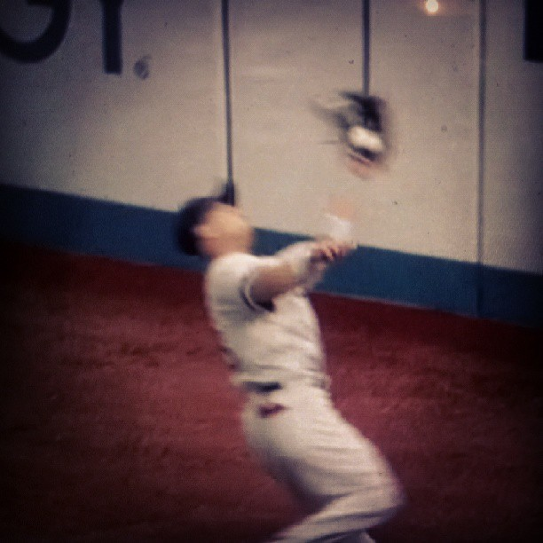 Shane Victorino over the shoulder catch! #RedSox