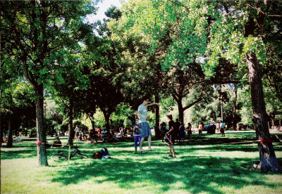 tightrope walking in trinity bellwoods park // toronto