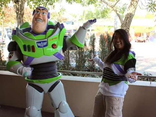 daysatdisney:  chintastic  I had to get a photo with Buzz after getting my new favourite hoodie. (:   well this is super cute
