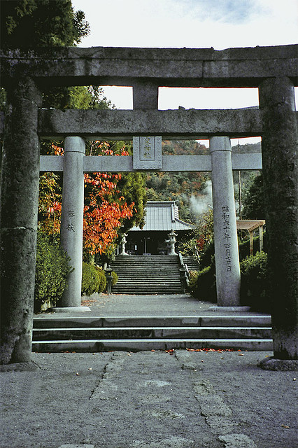 Path to the Onsen Jinja Shrine by musicmuse_ca on Flickr.