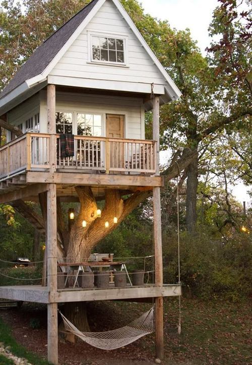 we-re-jamming:  TreeHouse  Epic tree house.