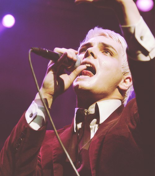 bringmethefxckinhorizon:  u lick that mic