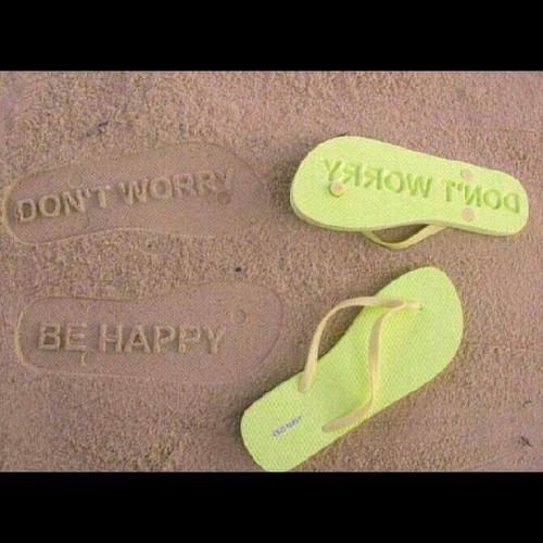 Ganahan ko ani nga slippers. #slippers#don't#worry#be#happy#yellogreen#sand