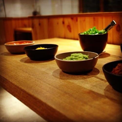 Taco prep for #geoffmefrtridge and #heathceramics show at #TasYard Tokyo (at Play Mountain)