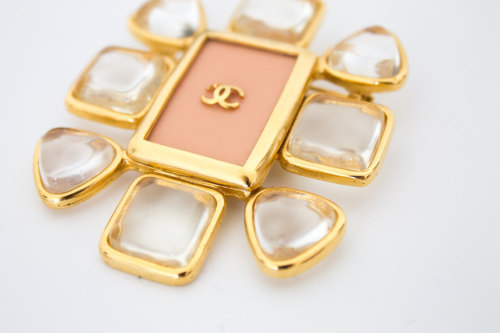 1990s Chanel Brooch ♛ Availble on ABOYSCLOSET