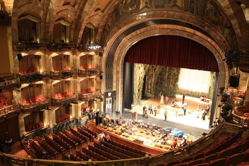 inside view of palacio de bellas artes