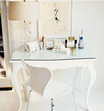{image via Domino} (via la la Lovely: Office Inspiration)