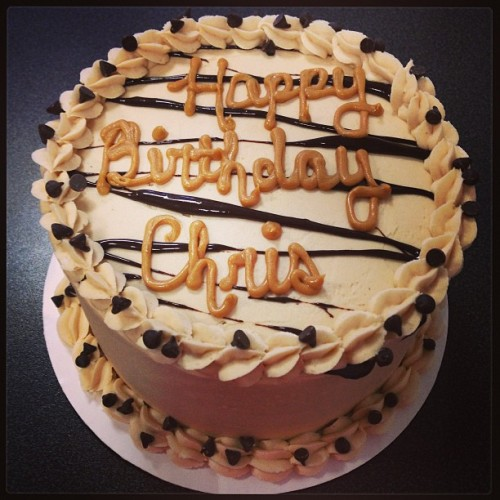 Peanut Butter Chip birthday cake #vegan #vegancake #veganbirthdaycake #birthday #birthdaycake #peanutbutter #pbchip #pb #chocolate #sweetave #sweetavenue #sweetavenuebakeshop #sweetavebakeshop  (at Sweet Avenue Bake Shop)