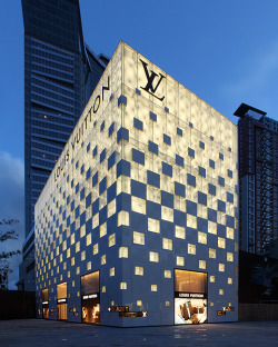 life1nmotion:  Louis Vuitton Store In Shenzhen