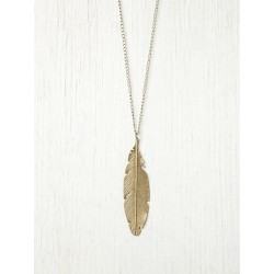 morethanthenorm:  Free People Feather Pendant Necklace:  on @weheartit.com - http://whrt.it/ZHp4MN