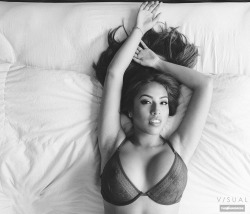 vanstyles:  Susie in bed