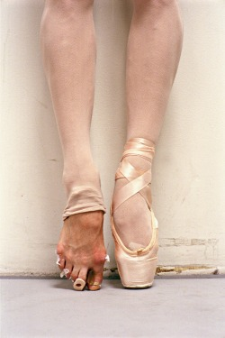 miscosaschiquitas:  Yeah sure ballet is so easy….