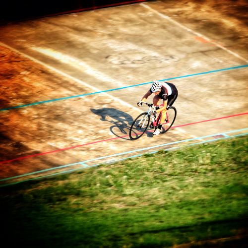THE FINAL CURVE   Snapped by Luke Markof during a Brunswick Cycling Club training session.  More photos HERE.
