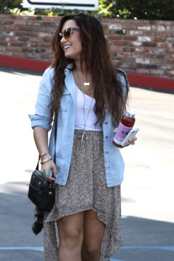 celebfashion21:  Similar's to Demi's sold out outfit:  Denim Shirt  Scoop Neck Top Patterned Skirt  Over the Shoulder Handbag  I am actually obsessed with this outfit