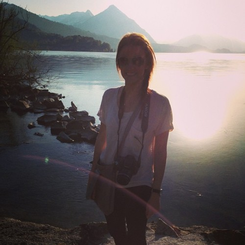 Sunset in #Interlaken! #lakethun #swissalps (at Thunersee)