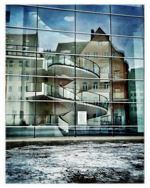 Reflexionen#snapseed #nürnberg #germany #architecture #reflection #galaxynexus #fotodroids #android #androidography #cityscape(from @manganite on Streamzoo)