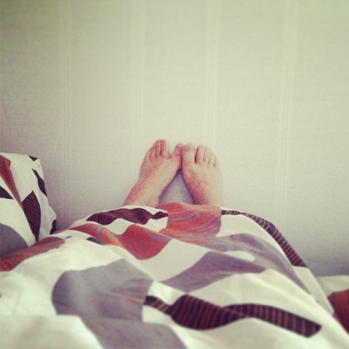 Toe flirting with myself and refusing to get out of bed even though I'm really hungry and got fun werk to do …