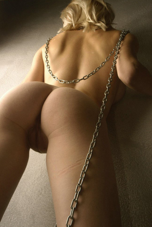 sexonfyre:  Want More Kinky Pics on Your Dash? Follow Me  Chain mark across the thigh.