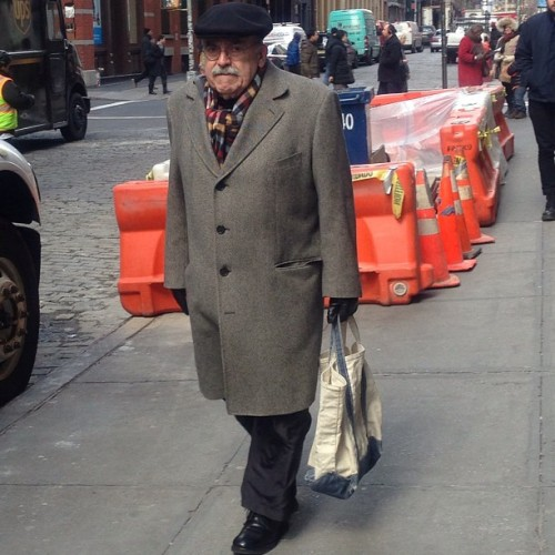 Love an #OLDDUDE in an #overcoat (notice bottom button unbuttoned) w/ #plaid scarf & carrying #vintage @LLBean #Boat&Tote #RICHSTYLES bringing that UES to soho 💯🗽 #menswear #NYFW