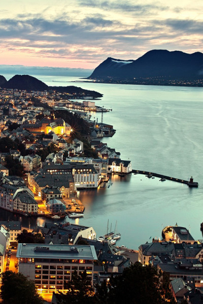 wonderous-world:  Aksla Viewpoint in Ålesund, Norway  by xiaoran