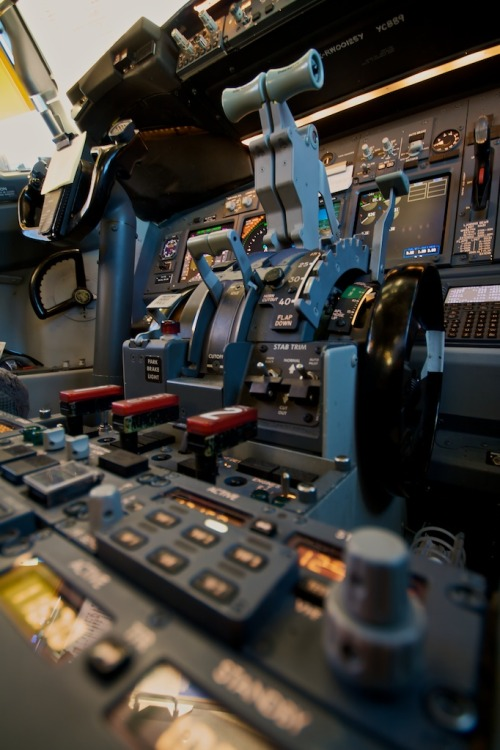 35000-feet-above-this-world:  airviation:  Boeing 737-800 throttle quadrant  Fuck I love this photo.