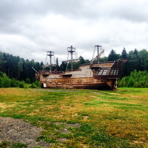"""instagram:   Exploring """"Ghost City"""" (город-призрак) in Seredinkovo, Russia For more bizarre and beautiful photos from """"Ghost City"""" in Seredinkovo, explore the Город Призрак location page. Old taverns, abandoned docks and ghost ships are all part of """"Ghost City"""" (город-призрак), a park located in the small town of Seredinkovo in the Russian countryside. The park premises were originally constructed as a Russian movie set in 2010, and were designed to look like an 18th-century European city. Now open to the public, the former film set allows visitors to explore the """"city"""" and dress up in period costumes. With replicas of prisons, gallows, hotels, cemeteries, a fort and more, the park offers opportunities to capture time-worn landscapes for visitors and Instagrammers alike."""