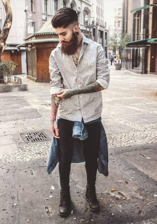 柄シャツ×ブラックジーンズにGジャン腰巻