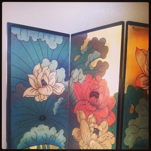 vintage floral chinois screen installed. #m21 #design #staple.