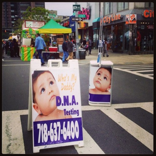 thingsiseefrommycab:  Gra-ham ave block party (at Ave de Puerto Rivo)