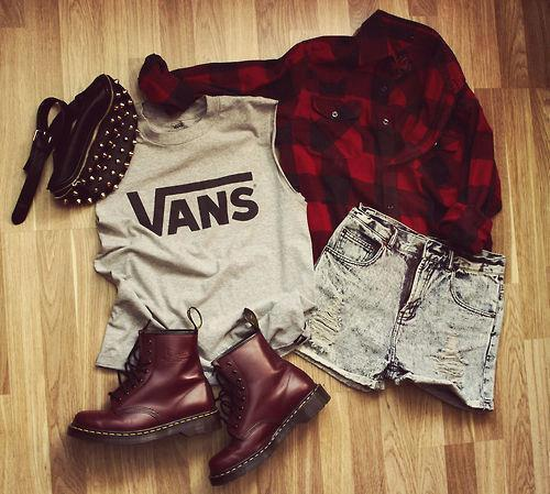 blondinspiration:  Fotos de Alternative Fashion | via Facebook on We Heart It - http://weheartit.com/entry/59672512/via/janedoe2_3 Hearted from: https://www.facebook.com/photo.php?fbid=478697718869659&set=pb.282160501856716.-2207520000.1367022650.&type=3&src=https%3A%2F%2Ffbcdn-sphotos-e-a.akamaihd.net%2Fhphotos-ak-frc1%2F387180_478697718869659_389873940_n.jpg&size=500%2C449