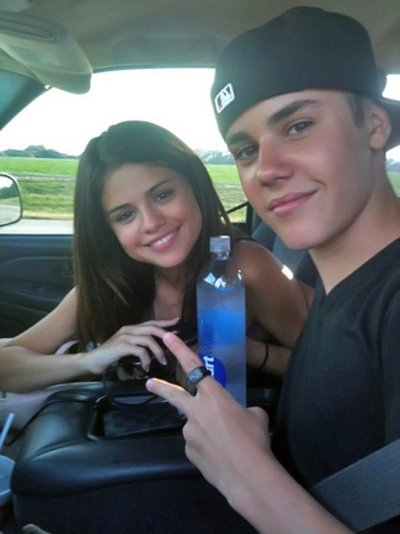 just-biebernews:  idk if this is a rare or not, but this is the first time I have ever seen this photo… and WOW how pretty does selena look without makeup!