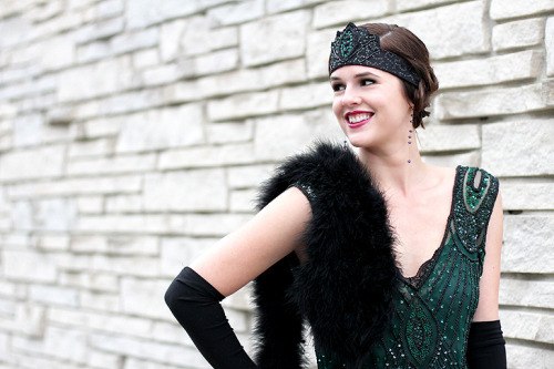 Jessica of What I Wore looks simply stunning in this 20's-inspired hairstyle and headband!