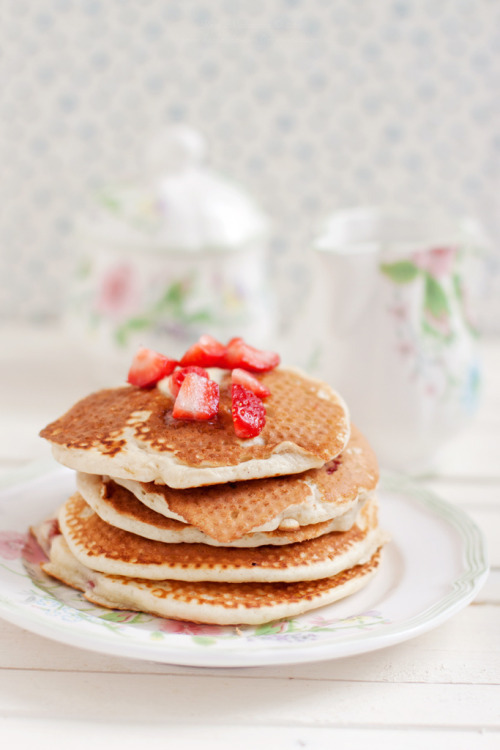 Breakfast. Strawberries Buttermilk Pancakes (by Kate Morozova)