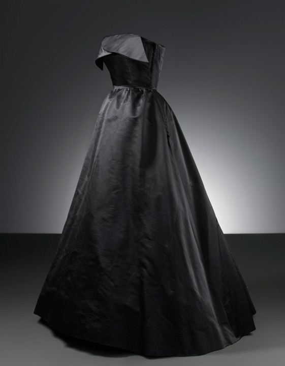 fripperiesandfobs:  Balenciaga evening dress, 1951 From the Cristobal Balenciaga Museum