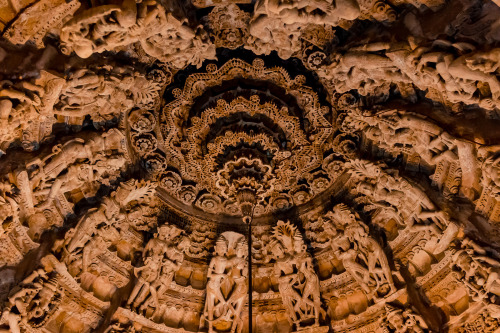 rucksackandacamera:   Ceiling of a Jain temple in Jaisalmer Fort.