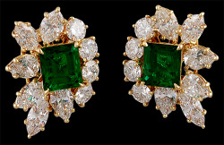 thejewelryvault:  Creator: Harry Winston Stone(s): Diamond, Emerald Metal: Yellow Gold Source: Yafa Signed Jewels