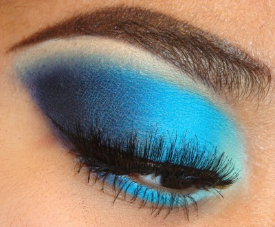Bright Easy Light to Dark Blue Smokey Eyeshadow Tutorial here  http://youtu.be/dK5VHZ4Sg_M at  http://www.youtube.com/makemeupbywhitney INSTAGRAM: MMUxWhitney