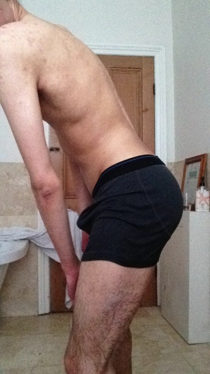 hotguyshotunderwear:  Hot anonymous follower submission in bulging black trunks! Sexy!  Keep them cummin~