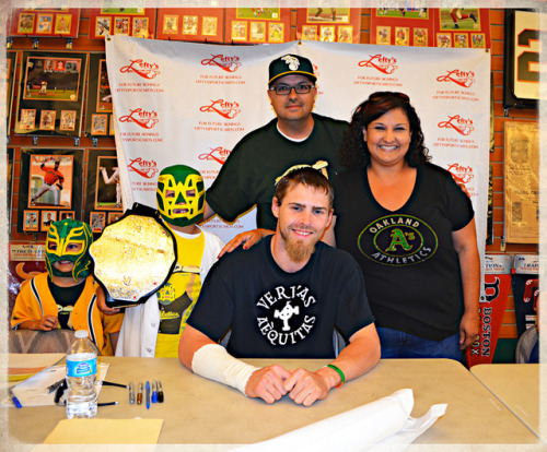 Autograph session with our guy Josh Reddick on Flickr. Had the opportunity to see Josh Reddick today. He was terrific with the boys and let them know he sees them often in RF.