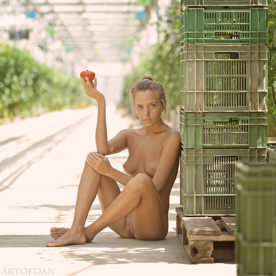 "sheisglorious:  (via 500px / Photo ""worlds best tomato"" by artofdan photography)"