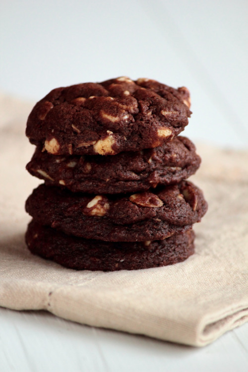 vintagefoods:  Rocky Road Cookies with Almonds and White Chocolate Chips (by pastryaffair)