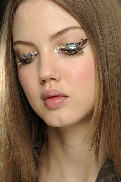 labellefabuleuse:  Lindsey Wixson backstage at Chanel, Fall 2013