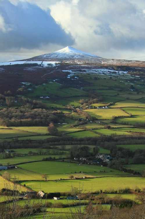 heyfiki:  Frosted sugar loaf by Simon_Powell on Flickr. The sugar loaf mountain Brecon Beacons National Park Wales
