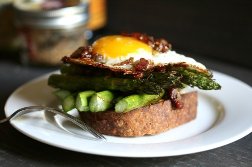 gastrogirl:  asparagus and egg with bacon vinaigrette.  Get in mah belley