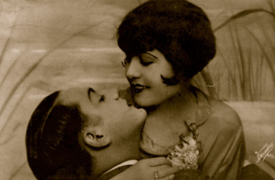 Good Morning Kiss!  1920s Romantic Postcard  Happy Sunday!! xo xo