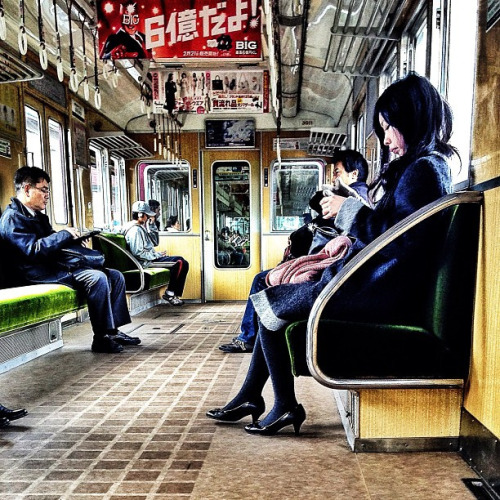 Pretty lady on pretty train. #osaka #japan #travel #train #transport #igers #instamood #instagood #iphoneonly #iphoneographer #photooftheday #picoftheday #people #pretty #winter by Hazrul Idzwan on Flickr.
