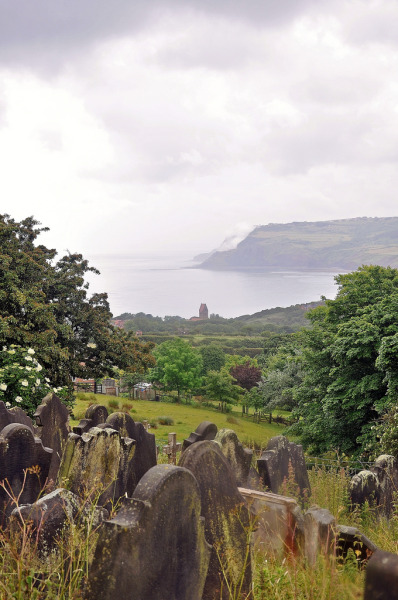 lndnwlkr:  Robin Hood's Bay, North Yorkshire, England (by benbobjr)