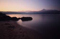 esteldin:  Last light on the Arran hills - Brodick bay by Kirstie.S on Flickr.